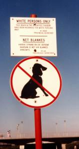 Έιδική σήμανση του Ararheid σε παραλίες της Ν. Αφρικής: Μόνο για λευκούς, όχι μαύροι!